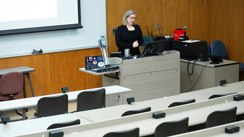 Professor Amanda Fales-Williams delivers her online class lecture at the College of Veterinary Medicine. Photos by Christopher Gannon.
