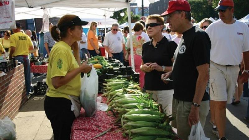 Sweet corn sales at a farmers market stand